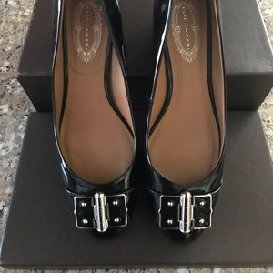 Elegant and stunning pair of Elie Tahari shoes